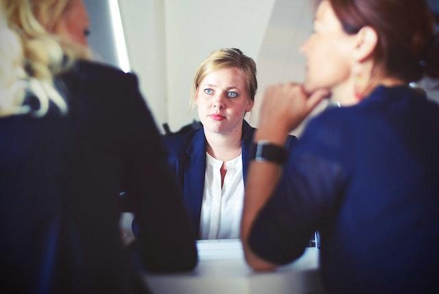 talking-group-women
