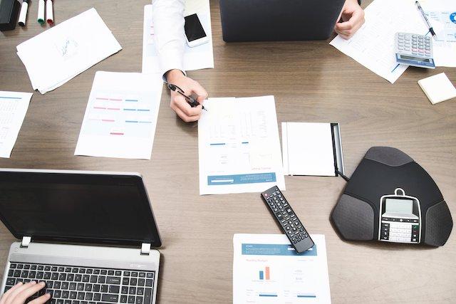 office-work-analysis-teamwork