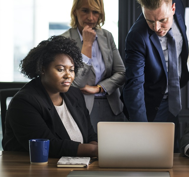 computer-teamwork-work-analysis